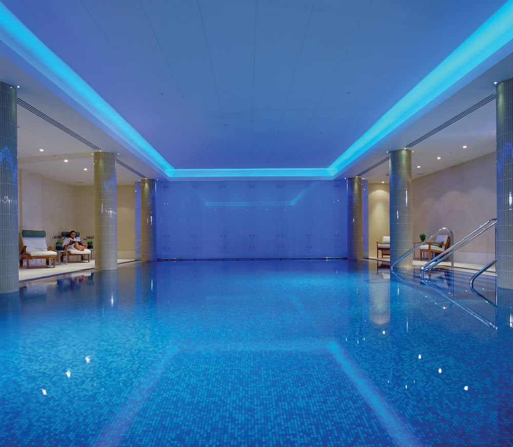 hotel med pool london