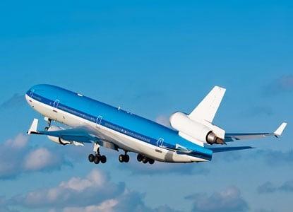 Hvem flyver til Manchester?