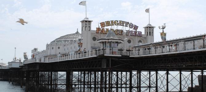 Kom tæt på moderne og historiske slotmaskiner i havnebyen Brighton